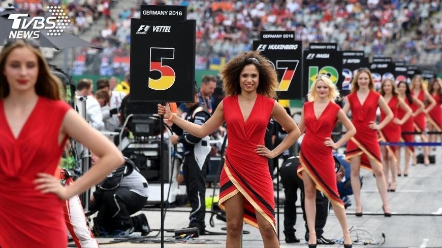 圖/達志影像美聯社 F1賽車廢傳統 賽車女郎賽前舉牌將成絕響