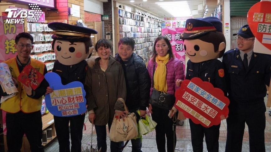 圖/中央社 春安防杜不法 北市警加強防搶防竊宣導