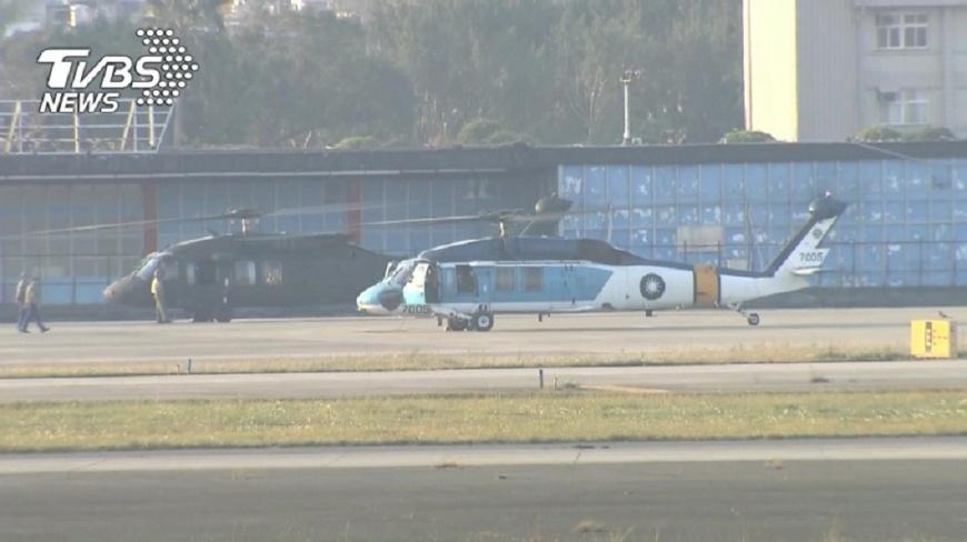 欲前往搜救黑鷹的海鷗直升機,今早也因為蘭嶼10級強陣風震壞零件,停在機場等待修理。(資料圖/TVBS) 找尋黑鷹 海鷗搜救機被強陣風震壞零件停飛