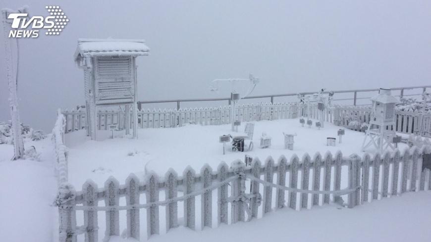 圖/中央社 玉山積雪9.5公分 氣象局發布低溫特報