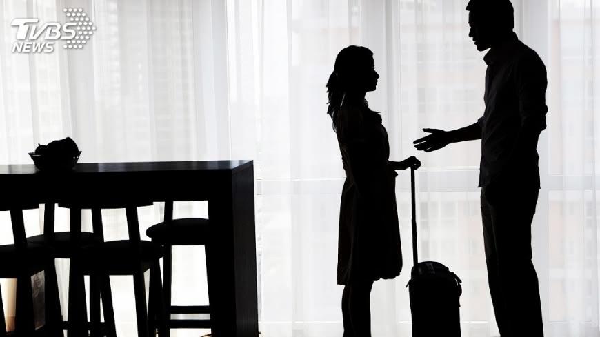 示意圖/TVBS 經歷父母離婚、再婚 女大生出書談成長