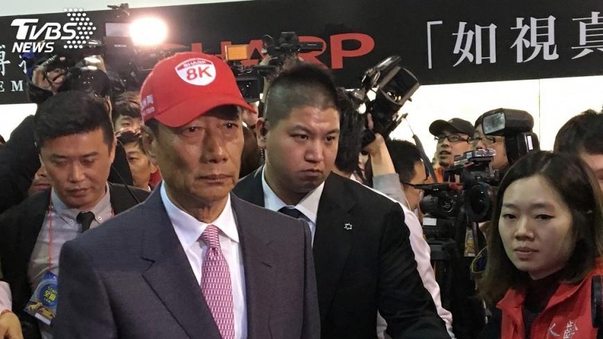 圖/中央社 鴻海夏普傳合資攻車用鏡頭 8K進軍全球