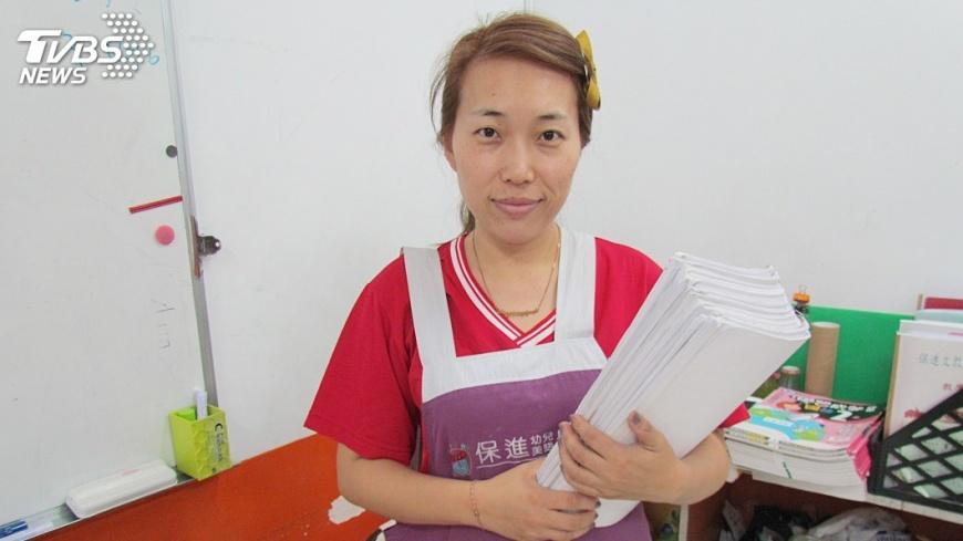 圖/中央社 單親媽安親班老師  黃瑩玲兼顧育兒家計