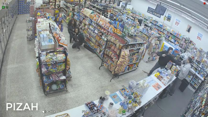 圖/翻攝自 YouTube 超商偷竊遇搶劫 小偷「神救援」制服持槍強盜
