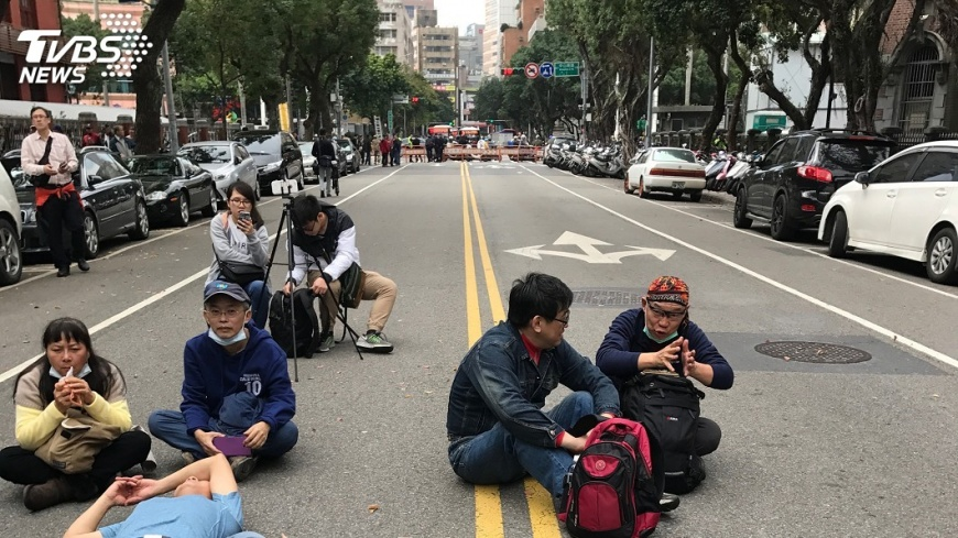 圖/中央社 立院中午散會 退將:八百壯士持續抗爭
