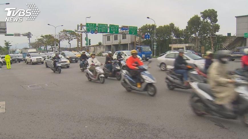 圖/TVBS 空氣品質亮紅燈 搭大眾運輸綠點10倍送