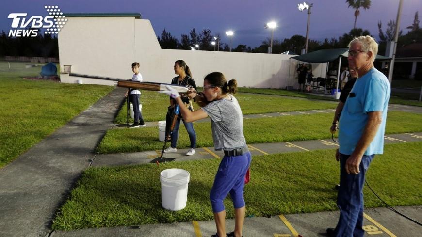 圖/達志影像路透社 捍衛擁槍權 佛州少女:這是生活方式