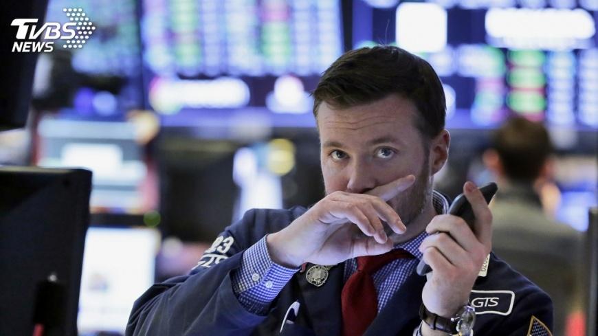 圖/達志影像美聯社 美股下午盤重挫 道瓊指數大跌550點