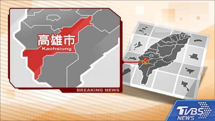 圖/TVBS 快訊/疑大雨路滑失控 高雄公車撞分隔島1人傷