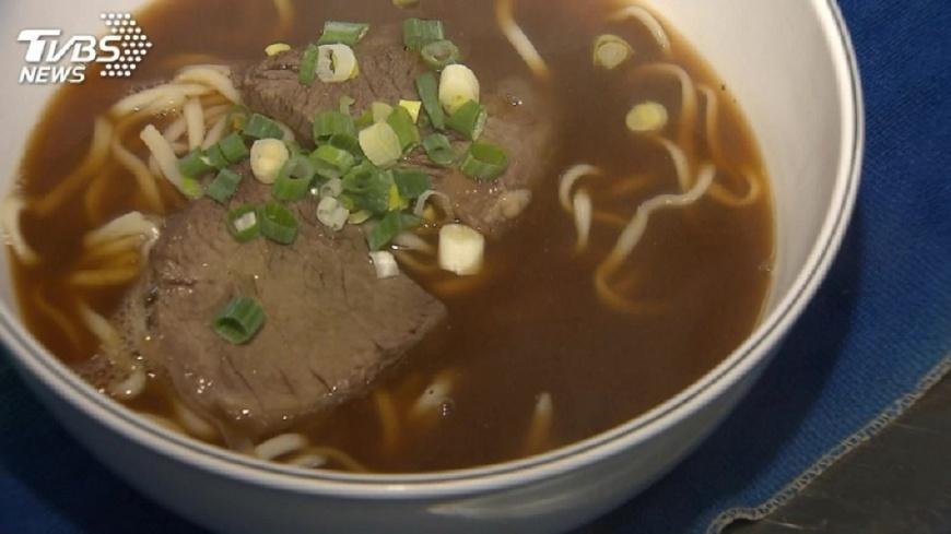 圖/TVBS資料畫面 「一堆牛肉麵」上榜米其林推薦 吃貨網友酸爆