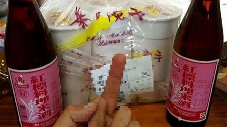 翻攝/爆廢公社 叫飲料外送幫買米酒?奧客催:我煮燒酒雞在等