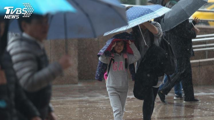 圖/TVBS 梅雨季重頭戲!週六劇烈變天 「8天大雨」下到發霉