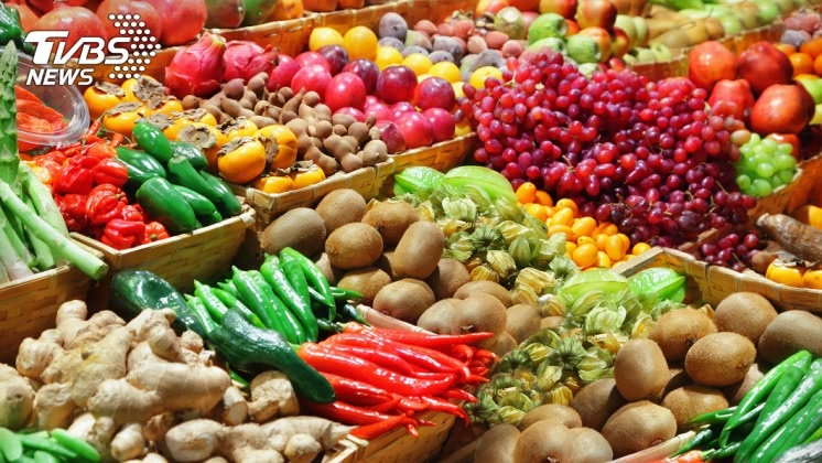 郭醫師說明多吃蔬果對1個已經便秘的人來說,只會是雪上加霜。示意圖/TVBS