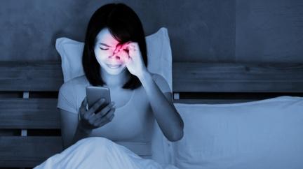 別再躺了!青光眼年輕化 當心壞習慣導致失明