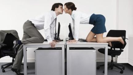 辦公室戀情公開等於分開?這樣做包你修成正果!