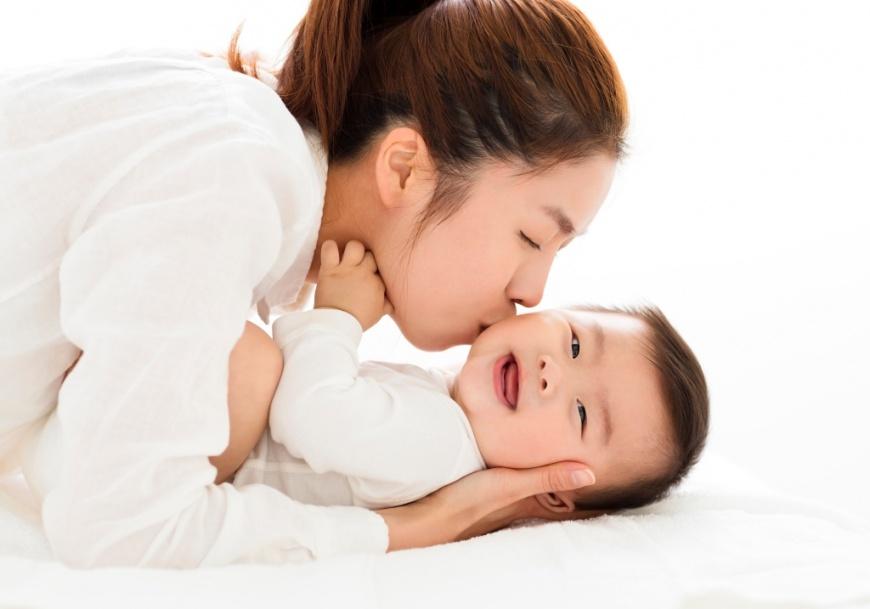 遠傳超省資費 線上申辦只要5分鐘 讓媽媽省時、方便