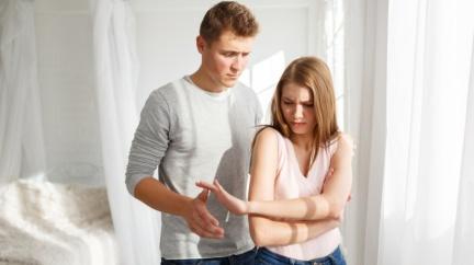 曖昧快一年...最後發現他已經公證結婚 還有懷孕的太太!