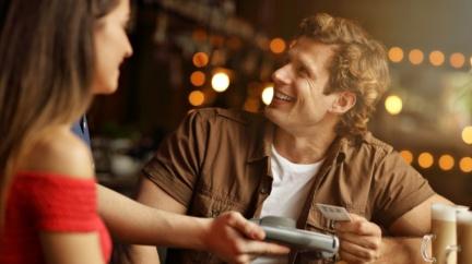 雖說女生經濟要獨立 但經常讓妳買單的男生值得交往嗎?
