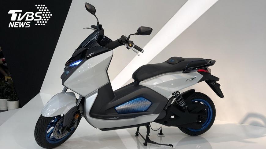 米蘭國際機車展三陽宣布,將結盟中油發展電動車市場,並公開大型電動機車,造型潮流時尚。 搶占電動機車市場不缺席 三陽宣布將與中油結盟