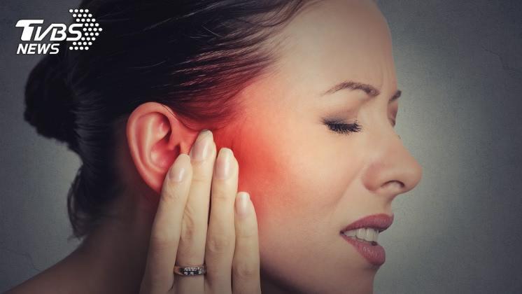 耳後若出現腫塊也需小心,示意圖/TVBS