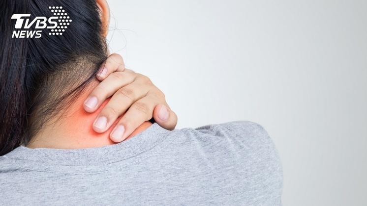 頸部後方出現腫塊,要注意是否為鼻咽癌。示意圖/TVBS