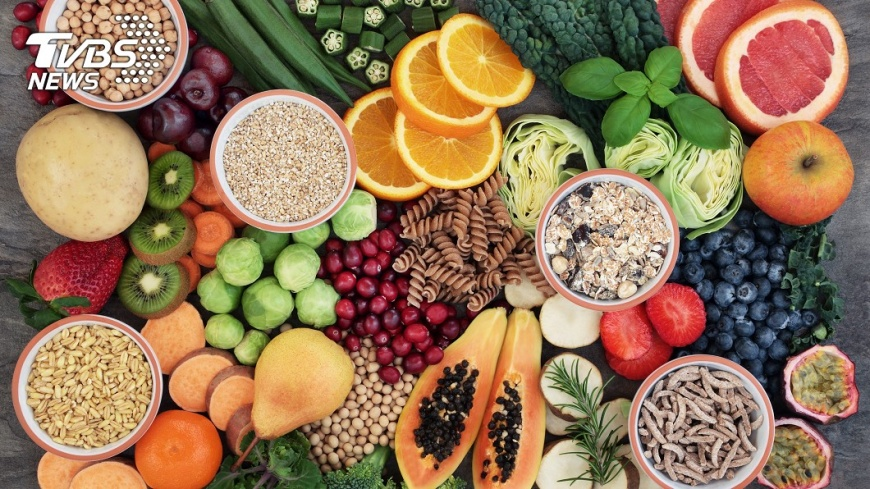 蔬果富含纖維,纖維有改善腸道的功能。示意圖/TVBS