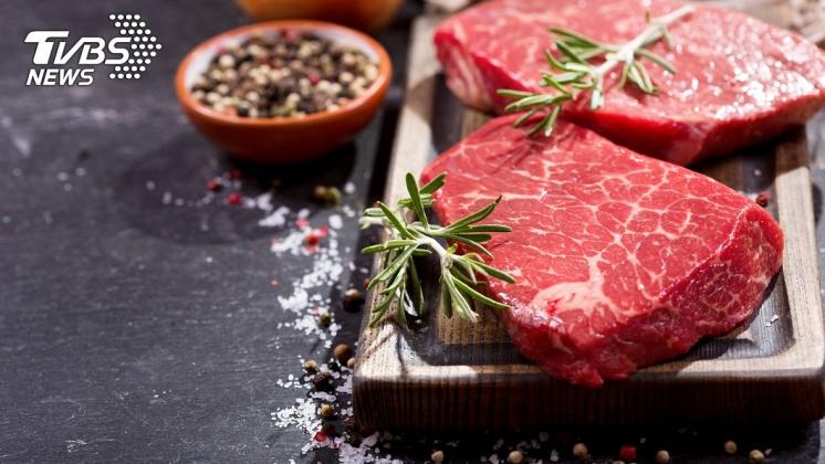 肉類富含蛋白質,但代謝蛋白質是腎臟最困難的工作之一。示意圖/TVBS