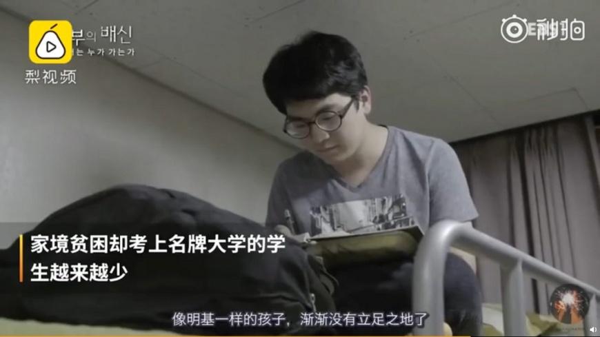 紀錄片中男學生明基。圖/翻攝自梨視頻