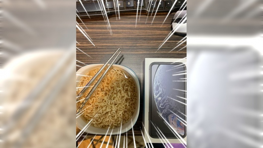 網友分享買完IPhone之後第一天所吃的食物。圖/翻攝自「爆廢公社」