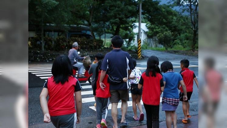 謝明賢有「193線的熱血教師」之稱,他將學生視為自己的小孩,學生也很信任他。/劉佑祖提供
