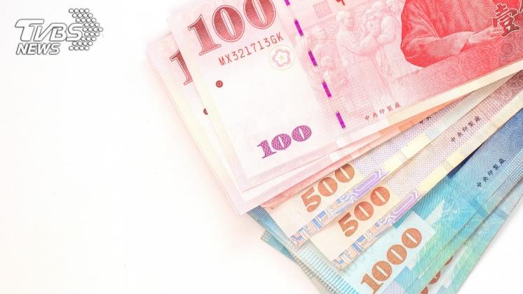 因此命理師認為,若自製錢母硬幣比大鈔的效果還要好。示意圖/TVBS