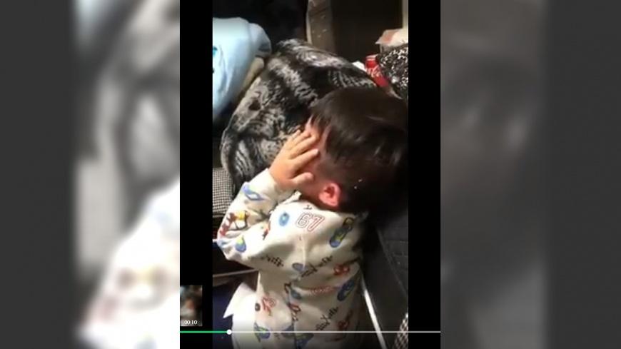 翻攝/臉書 快點吃!女酒後失控 對幼兒掌摑打頭逼吃飯