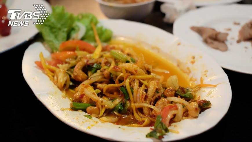 專家建議剩飯應充分加熱方可食用;而蔬菜盡量趁新鮮吃,否則容易產生致癌物亞硝胺。示意圖/TVBS