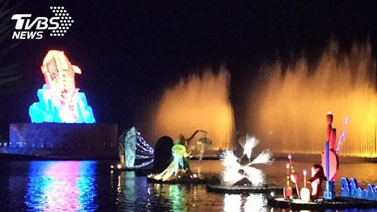 台灣燈會表演內容還有水燈秀。圖/中央社