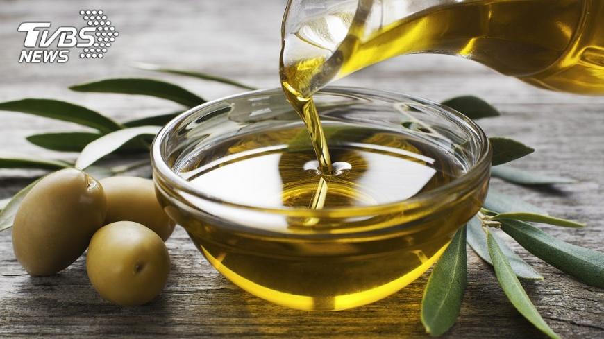 橄欖油富含「橄欖多酚」有很強的抗氧化作用。示意圖/TVBS