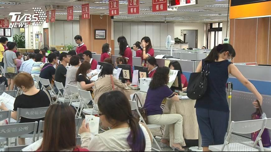 圖/TVBS 快訊/長照費首納扣稅額 立法院三讀今年適用