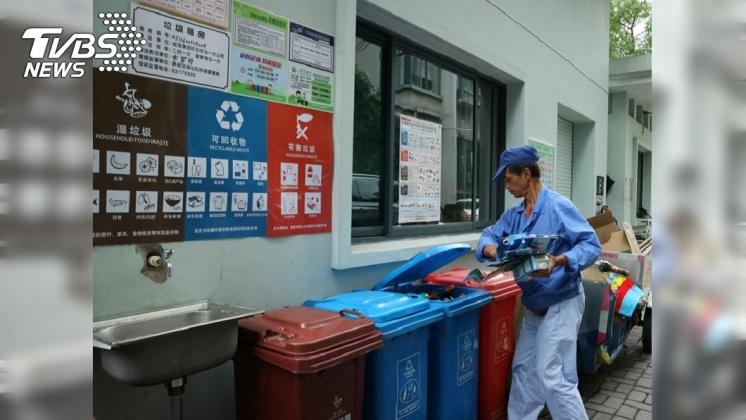 圖/中央社 從娃娃抓起  上海強制垃圾分類也有幼幼商機