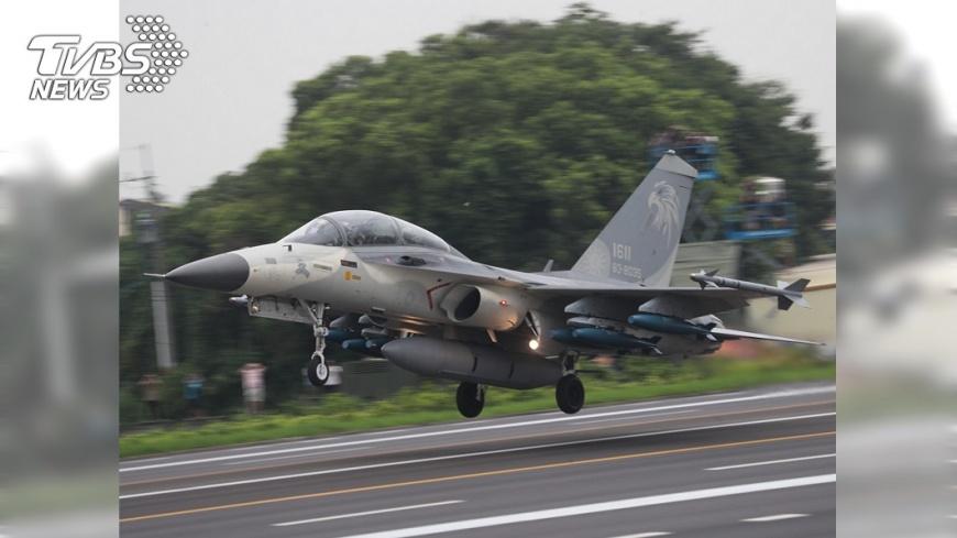 圖/中央社 IDF戰機故障迫降 空軍:起飛時就爆胎