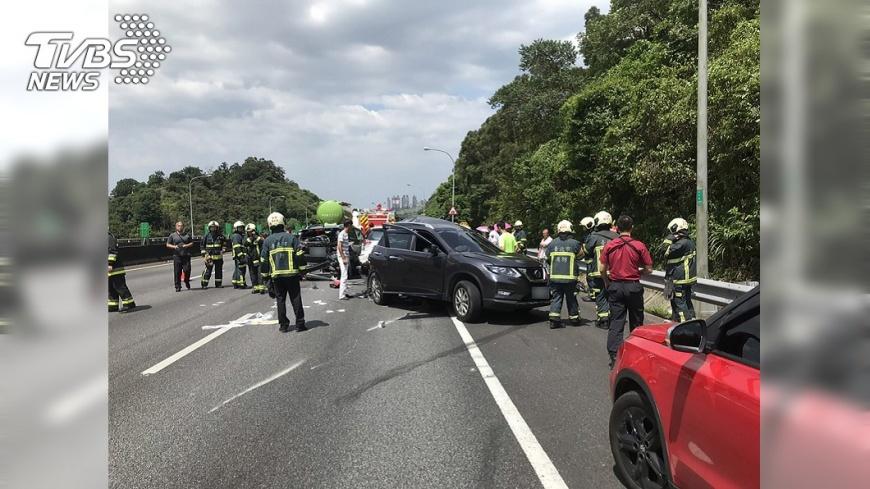 圖/中央社 國道3號曳引車撞4車  釀1死4傷