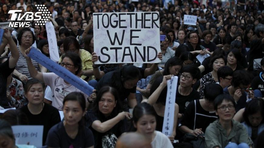 港府希望政治爭議能演變成社會爭議,製造對立。 【觀點】當香港的政治爭議被導引成社會衝突