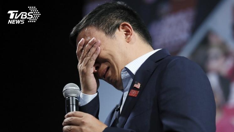 圖/達志影像美聯社 槍擊受害者媽媽分享心碎故事 台裔楊安澤掩面大哭