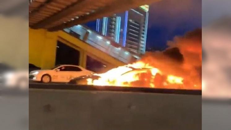 圖/翻攝自 gagorun Instagram 開自動駕駛卻追撞 特斯拉燒成一團火球