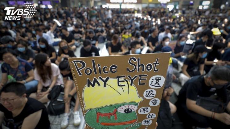 圖/達志影像美聯社 射彈眼角讓少女毀容 港人怒火全面升級