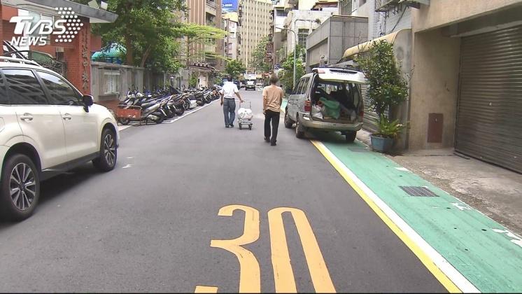 街道巷弄限速30公里。圖/TVBS資料照 巷道速限30公里! 一次搞懂10月「15項」新制