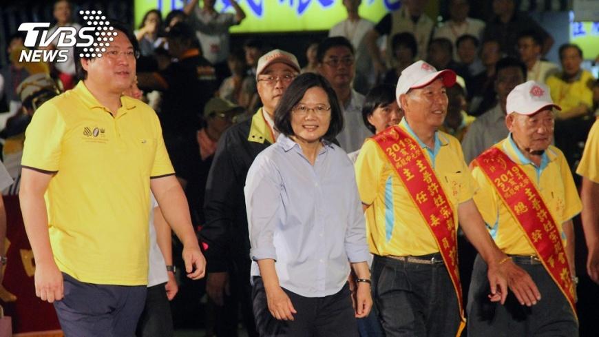 圖/中央社 基隆中元放水燈遊行 總統:基隆正在脫胎換骨