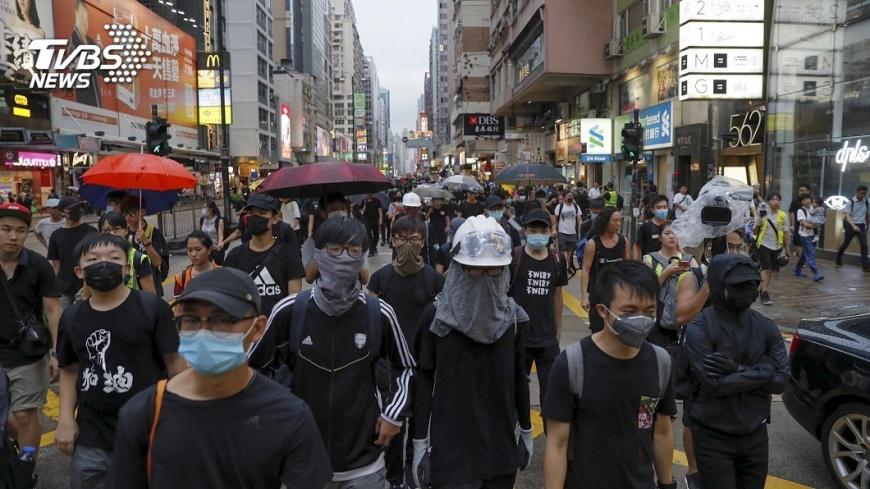 圖/達志影像美聯社 快訊/旺角警署示威不撤 鎮暴警列隊推近清場