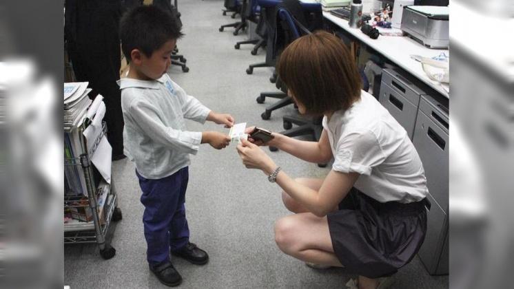圖/翻攝自 タカラトミー 推特 日企暑假超猛體驗 小孩遞名片、出嫁信唸到哭