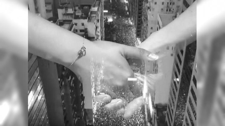 圖/翻攝自 奥斯卡朱 YouTube 「香港之路」號召萬人牽手 築40公里人鏈