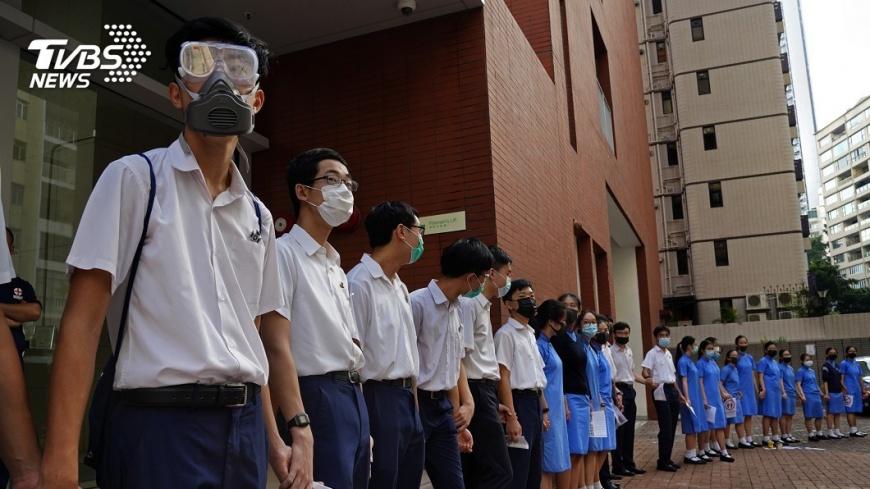 香港警方在本月初開學後的首週,拘捕103名學生。圖/TVBS 反送中延燒 香港逾百學生開學首週被捕