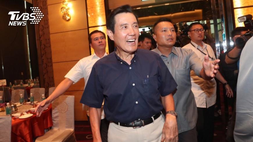 馬英九出席國民黨北市里長服務促進會授證,與韓國瑜同場不同台。圖/中央社 馬英九韓國瑜未碰面 馬辦:以後還有機會